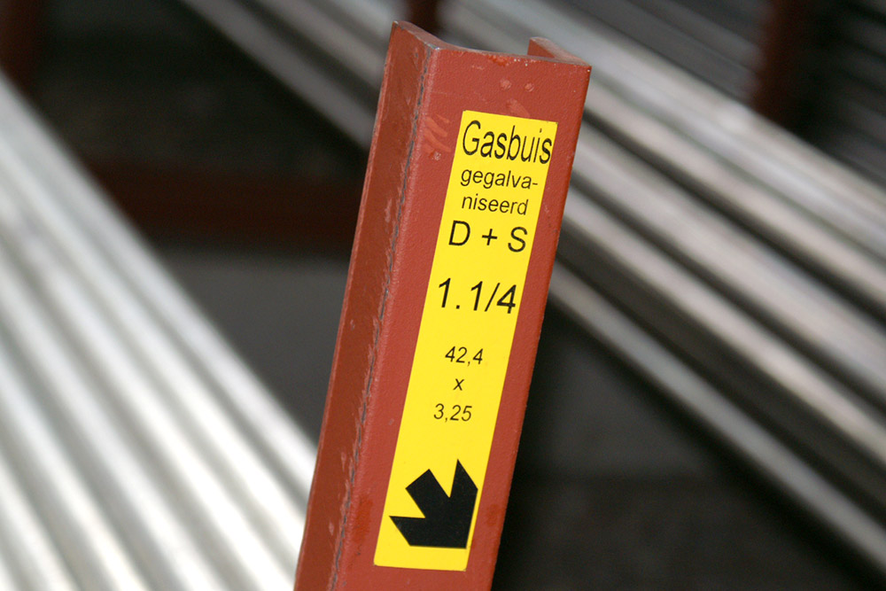 Location marking with extremely high adhesive strength for difficult surfaces